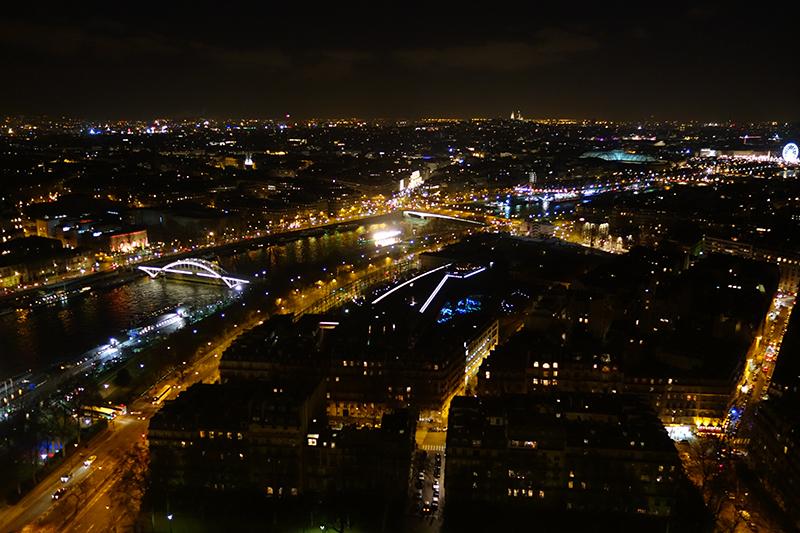 Paris-noaptea-din-turn